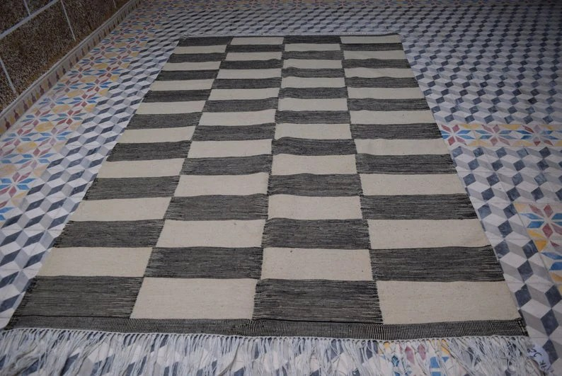 tapis marocain kilim tapis raye noir blanc 160 250