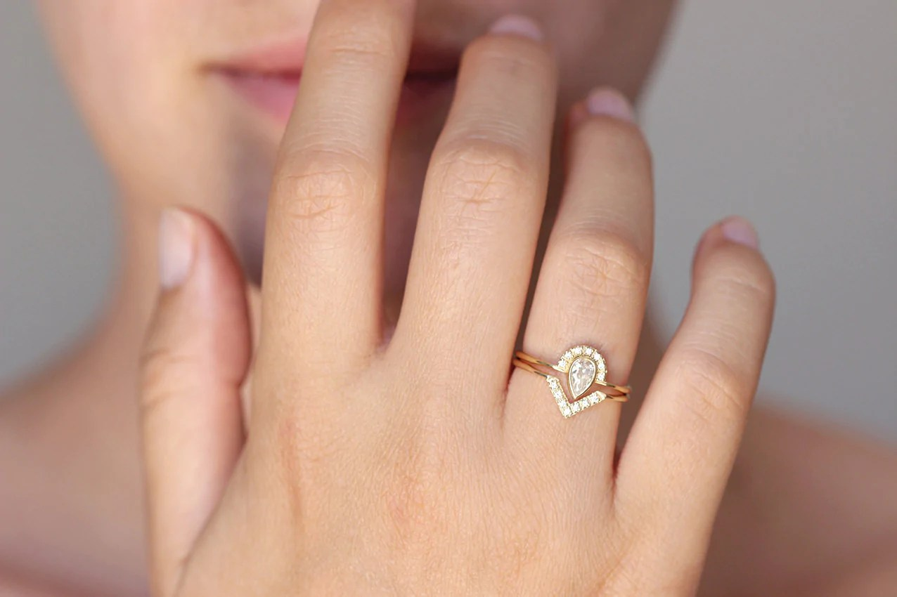 Bridal Set Pear Diamond Crown Ring With Diamond V Ring