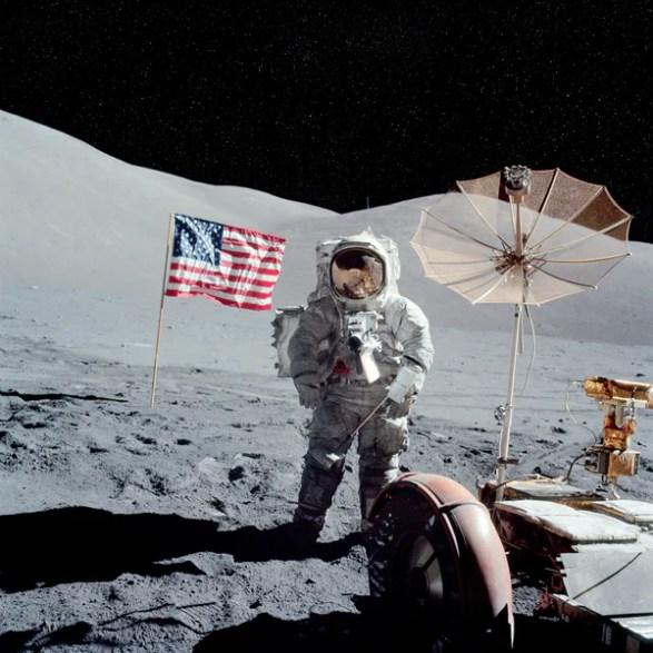 Resultado de imagen para flag on moon apollo 17