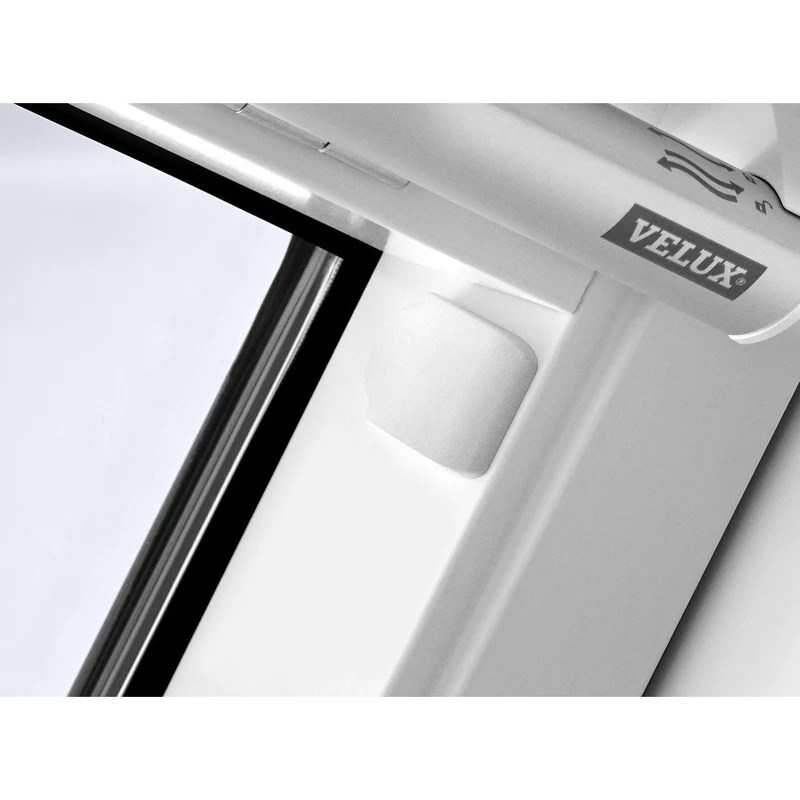 velux ggl ck  white painted centre pivot window