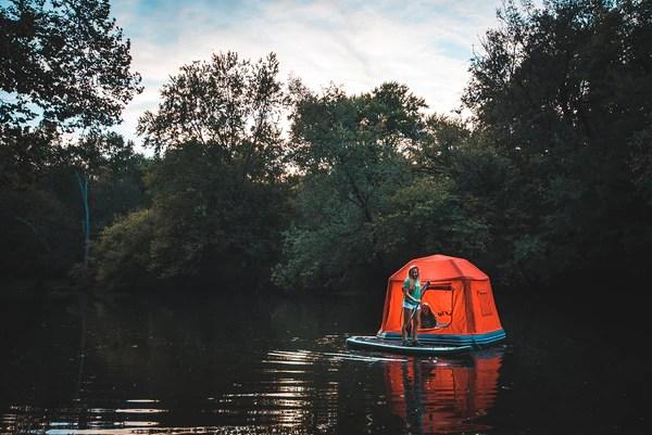 Jetzt gibt es auch noch ein schwimmendes Zelt
