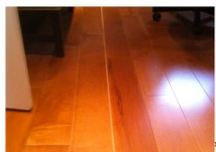 Spacing between hardwood flooring