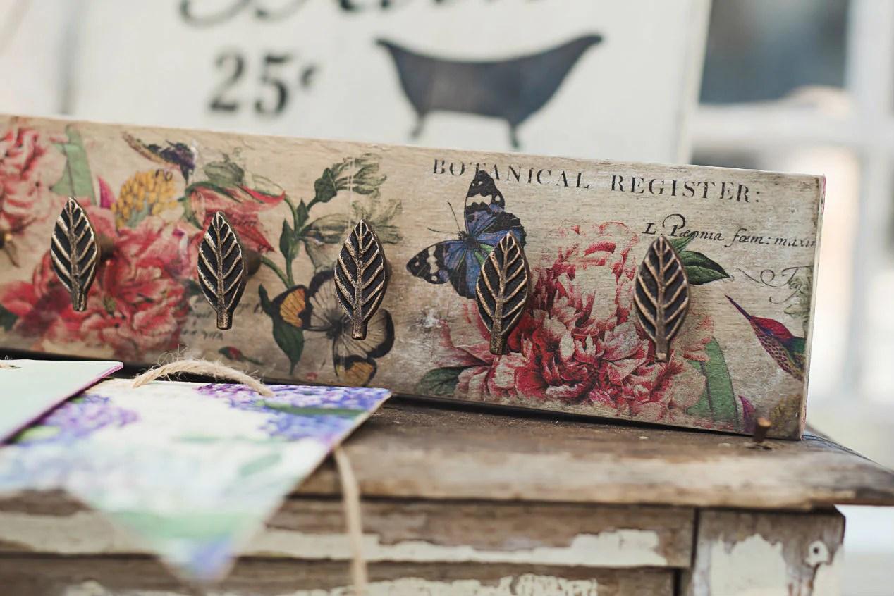 3 free vintage botanical apple printables to add to your farmhouse decor.