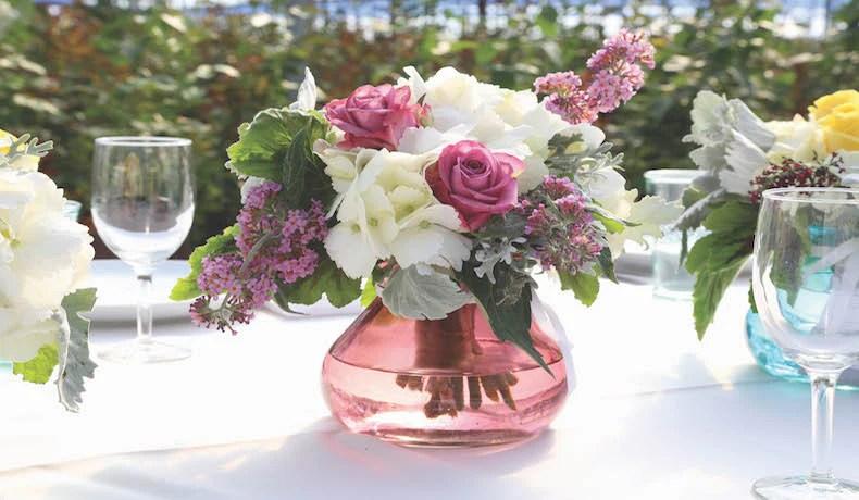 9 Ideas For Glass Vase Wedding Centerpieces
