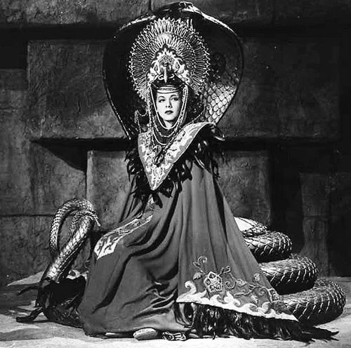 Haute Horror The Costumes Designed By Vera West Dressing Vintage