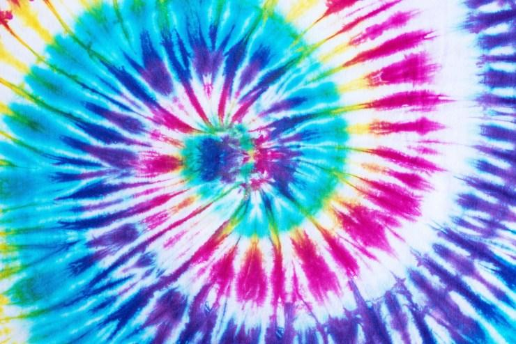 Tie-dye feito espiral, uma das técnicas mais comuns