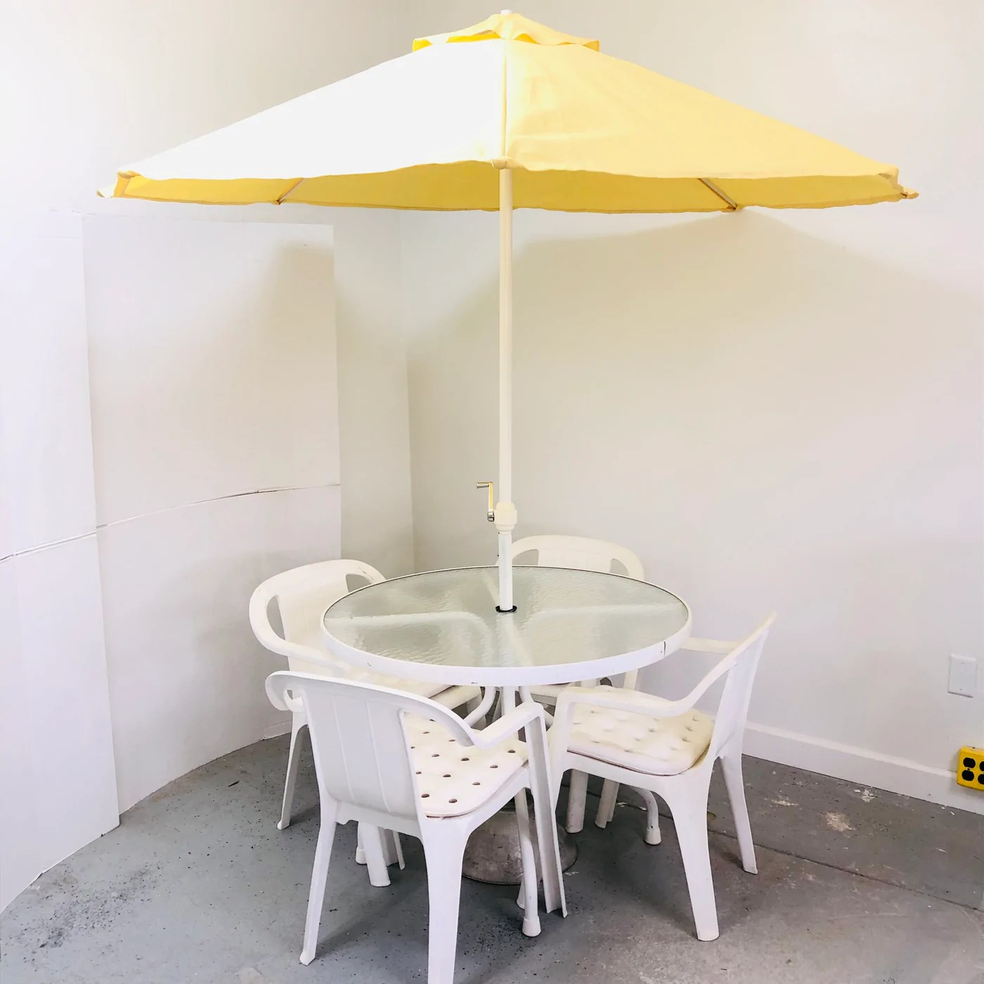 6 pc white 40 table chairs w yellow