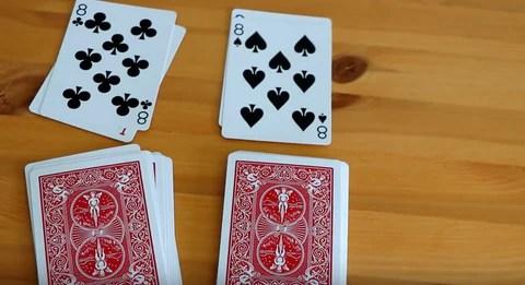 """(如果兩張上翻的紙牌匹配,則玩家在喊"""" Snap!""""時會收到紙牌。)"""