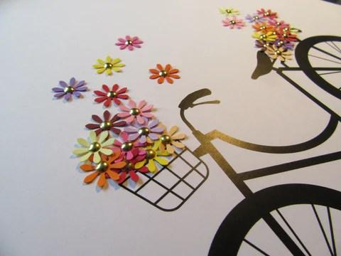 Vélo et fleurs en papier