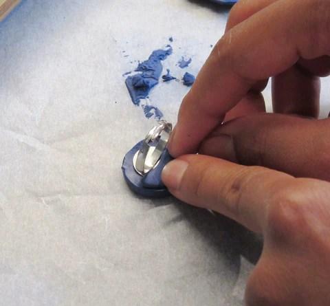 DIY Support de bague plateau sur pâte fimo bleue