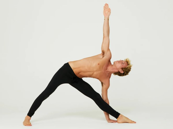 Perfect the Pose: Extended Triangle | Alo Yoga