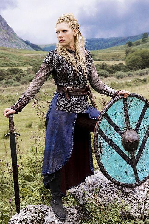 La grœnlendinga saga décrit une redoutable guerrière viking du nom de freydis eiriksdottir. Les Valkyries Femmes Guerrieres Et Servantes D Odin Menviking