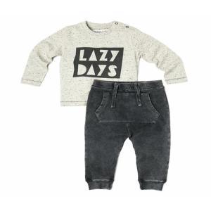 """Set bluza si pantaloni bebelusi: bluză cu mesaj imprimat """"Lazy Days"""" și pantaloni sport, slim fit, moale, cu buzunar mare în față. Bluza este prevăzută cu 2 capse la umăr. Compoziție: pantaloni 96% bumbac, 4% elastan; bluza 95% bumbac, 5% poliester. Mărimi pentru 3-24 luni. Respectați instrucțiunile de spălare de pe etichetă."""