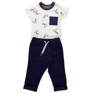 Set tricou si pantalon chino copii 6-24 luni: tricou alb cu model si buzunar la piept bleumarin si pantaloni lungi bleumarin cu tiv intors, din bumbac de calitate superioară. Mărimi pentru 6 luni-24 luni. Model unic. Compoziție: 100% bumbac.