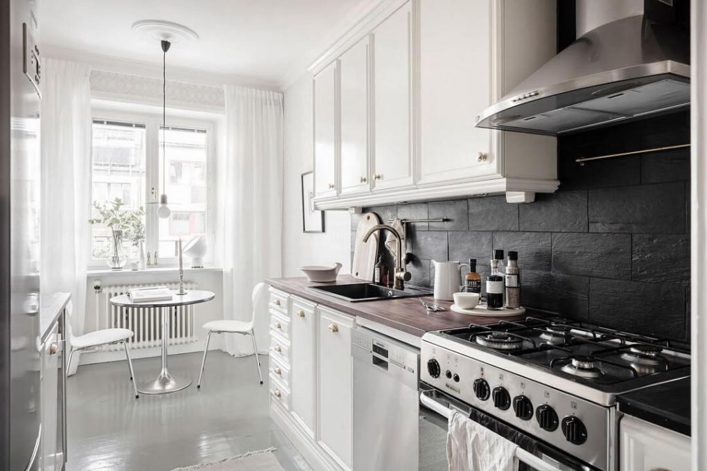 thiết kế nhà bếp màu trắng với gỗ