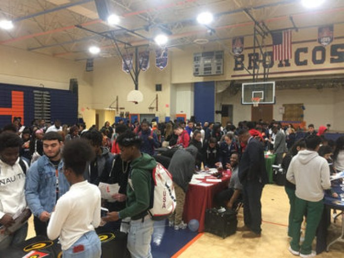 South Dade Alphas, AKAs Bring HBCU Opportunities to Homestead High