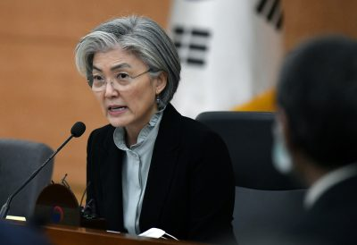 Former South Korean foreign minister Kang Kyung-wha speaks during a briefing for foreign diplomats on the situation of the COVID-19 outbreak, at the foreign ministry in Seoul, South Korea, 6 March 2020 (Photo: reuters/Jung Yeon-je).