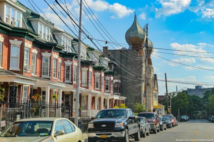 Staraa sinagoga s ocenʹ pravoslavnymi kupolami, stavsaa protestantskoj cerkovʹu.