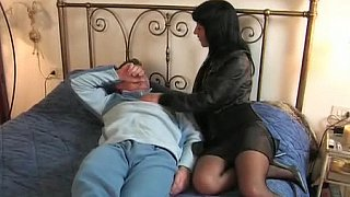Brunette Italian wife goes to her lover image