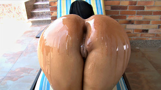 Image: Colombian slut Paola aka Sumager gets her thick ass oiled