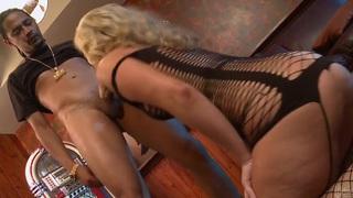 Bubble butt diva Briella Bounce sucks and fucks image