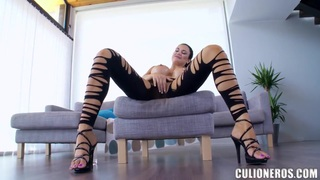 Jasmin Jae has her way with a willing sub image