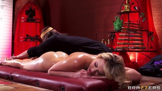 Mia Malkova's new masseur knows how to make her satisfied image
