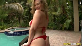 Vicky Vixen_sends sexy signals to_Cris Commando image