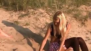 Amateur couple having_outdoor sex image