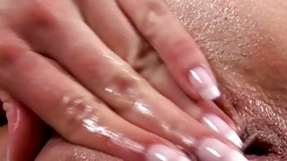 Image: Zoya stuffs her pussy after peeing