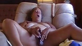 OmaFotze Old bbw granny is playing with her pussy image