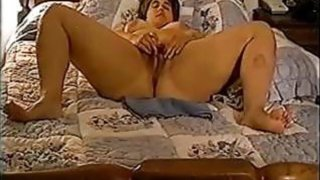 Image: Mature BBW milf masturbates live on bed