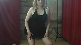 Image: BBW MILF lapdances and gets her pussy licked and fingered