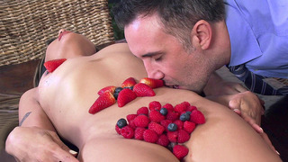 Kaylani Lei decorates her naked body in juicy fruit_for her fucker image
