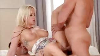 Blonde Vicktoria Redd offers douple penetration image