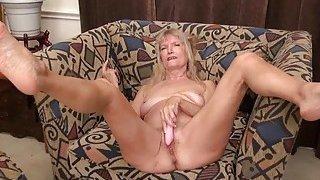 OmaGeiL Hairy Granny Pussy Masturbation Fingering image