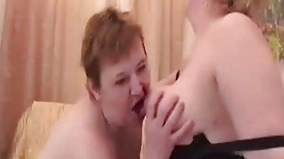 mando vagina hasta adentro, Two lusty mature lesbian sluts please their wet hungry vagina with a sex toy image