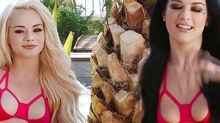 Gorgeous babes Elsa and Katrina enjoys threesome sex image