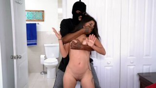 Jynx Maze got attacked by a robber after taking a shower image