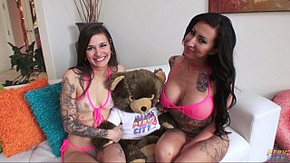 Image: Tatted-up lesbians eating ass