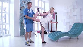 Image: Blonde blows her personal trainer