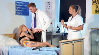 Image: Tattooed Bonnie Rotten sucks cock in the_hospital