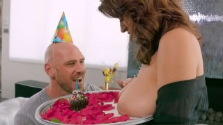 Image: Ella Knox gets her big tits worshipped by Johnny Sins