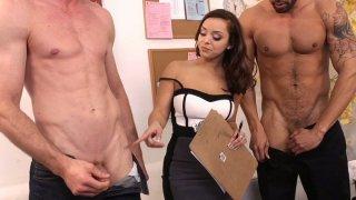 Black head_Liza del Sierra provides a questioning whose cock is longer image