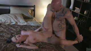 Image: Tattooed fucker gives sexy Alexis Grace_huge facial