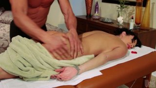 Image: Horny masseur pleases Alektra Blue with his magic hands and gets his cock sucked deepthroat