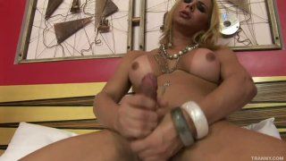 Beautiful blonde tranny Walkyria Drummond reaches her asshole with her huge dick image