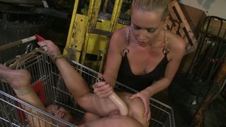 Image: Kathia Nobili bangs the pussy of Zyna Babe in the shopping cart