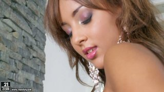Super seductive Kayla poses on a cam showing her gorgeous body image