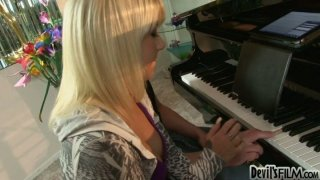 Hot_blonde_Tessa_Taylor_getting_fucked_on_the_piano image